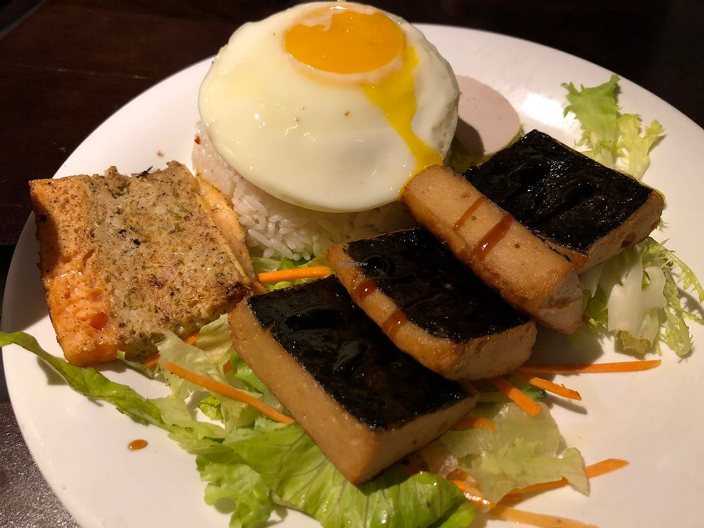"Photo of Gingko House - Yau Ma Tei  by <a href=""/members/profile/SamanthaIngridHo"">SamanthaIngridHo</a> <br/>Veg fish rice is served with egg and crab cake. (i then asked the waiter to take them away as I don't eat them) <br/> April 13, 2018  - <a href='/contact/abuse/image/117482/385052'>Report</a>"