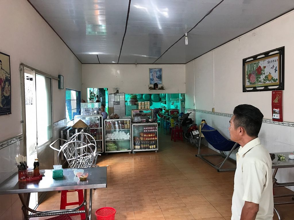 """Photo of Com Chay Hoa Loi  by <a href=""""/members/profile/flytheorient"""">flytheorient</a> <br/>Interior view <br/> April 14, 2018  - <a href='/contact/abuse/image/117606/385480'>Report</a>"""