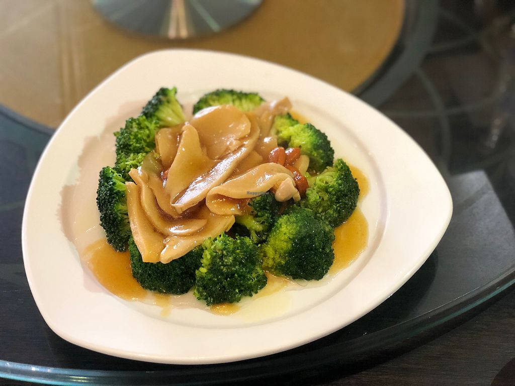 "Photo of New Fut Kai Vegetarian Restaurant  by <a href=""/members/profile/CherylQuincy"">CherylQuincy</a> <br/>Mushroom with broccoli  <br/> February 19, 2018  - <a href='/contact/abuse/image/12040/361198'>Report</a>"