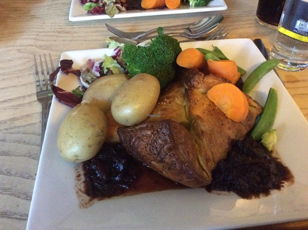 "Photo of The Vegetarian Red Lion  by <a href=""/members/profile/AndreaD"">AndreaD</a> <br/>vegan roast Mushroom Wellington <br/> October 13, 2016  - <a href='/contact/abuse/image/12608/181935'>Report</a>"
