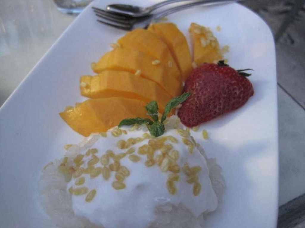 "Photo of ChuChai  by <a href=""/members/profile/Babette"">Babette</a> <br/>Sticky rice with coconut milk and mango <br/> August 12, 2014  - <a href='/contact/abuse/image/1370/76777'>Report</a>"