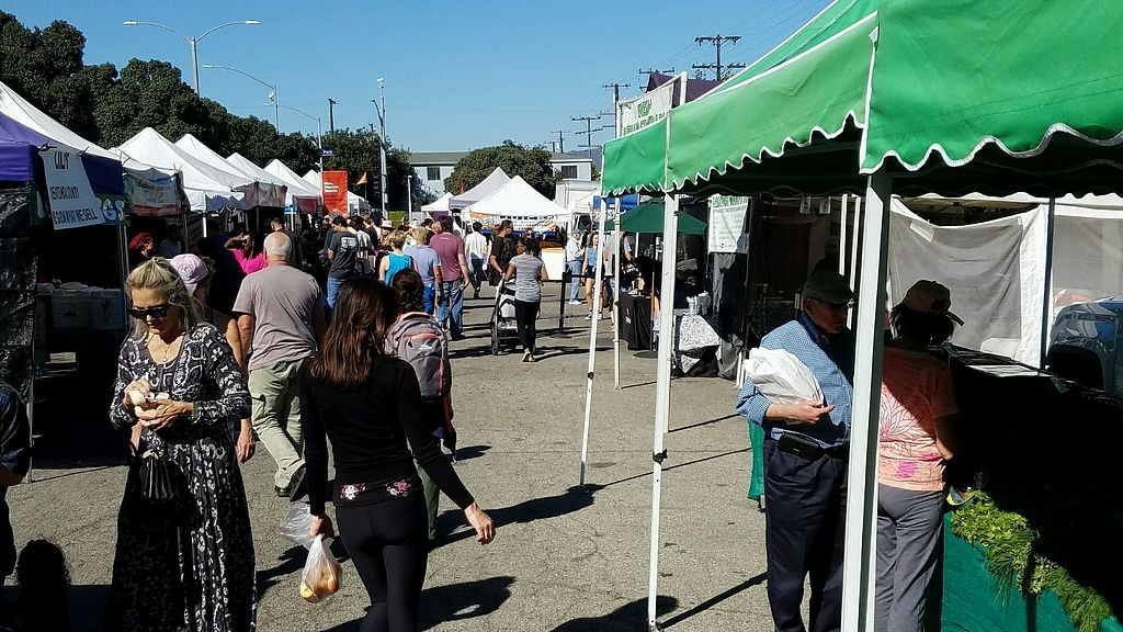 """Photo of Farmer's Market - Main St  by <a href=""""/members/profile/eric"""">eric</a> <br/>market scene <br/> January 28, 2018  - <a href='/contact/abuse/image/13860/352066'>Report</a>"""