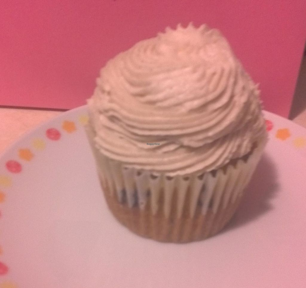 Photo of Strong Hearts Cafe  by LilithZearott <br/>Vanilla Cupcake Classic.  <br/> January 16, 2015  - <a href='/contact/abuse/image/14197/213191'>Report</a>