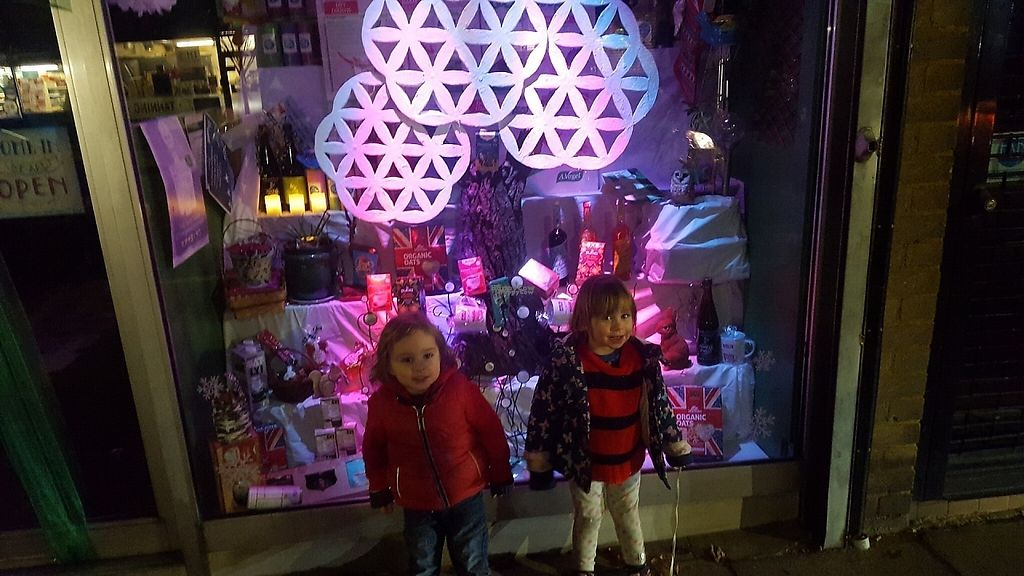 """Photo of Well Bean - Blackheath  by <a href=""""/members/profile/Clare"""">Clare</a> <br/>Festive store front <br/> December 5, 2016  - <a href='/contact/abuse/image/14515/197677'>Report</a>"""
