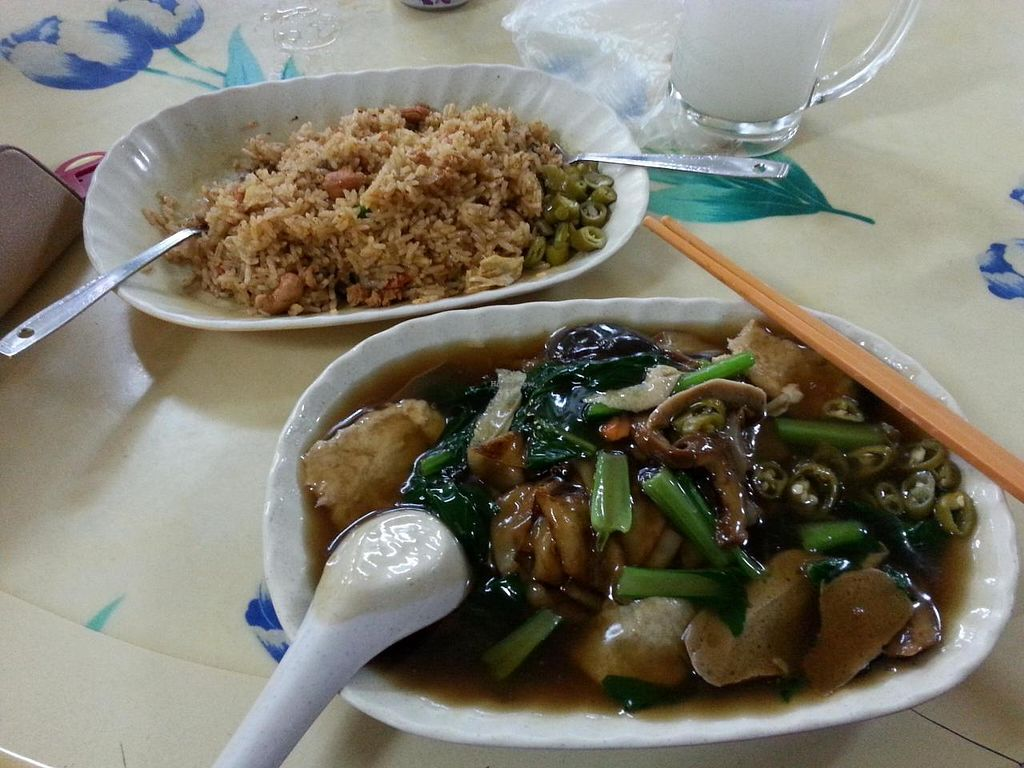 """Photo of Lin Lin Vegetarian Delight  by <a href=""""/members/profile/shaaronyu"""">shaaronyu</a> <br/>Hor Fun & Tom Yan Fried Rice,  Nice hor fun with wok heat. Tom Yan Fried Rice sour enough and we request no chilli as boss said it will be very spicy <br/> September 14, 2014  - <a href='/contact/abuse/image/14843/79826'>Report</a>"""