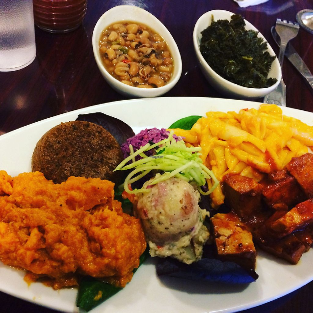 """Photo of Stuff I Eat  by <a href=""""/members/profile/sarizona2005"""">sarizona2005</a> <br/>soul food platter  <br/> February 27, 2017  - <a href='/contact/abuse/image/14920/231039'>Report</a>"""