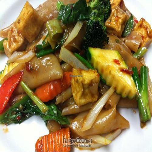 "Photo of Kow Thai  by <a href=""/members/profile/pheraphat"">pheraphat</a> <br/>Drunken Noodle With Tofu <br/> August 17, 2011  - <a href='/contact/abuse/image/14927/10174'>Report</a>"