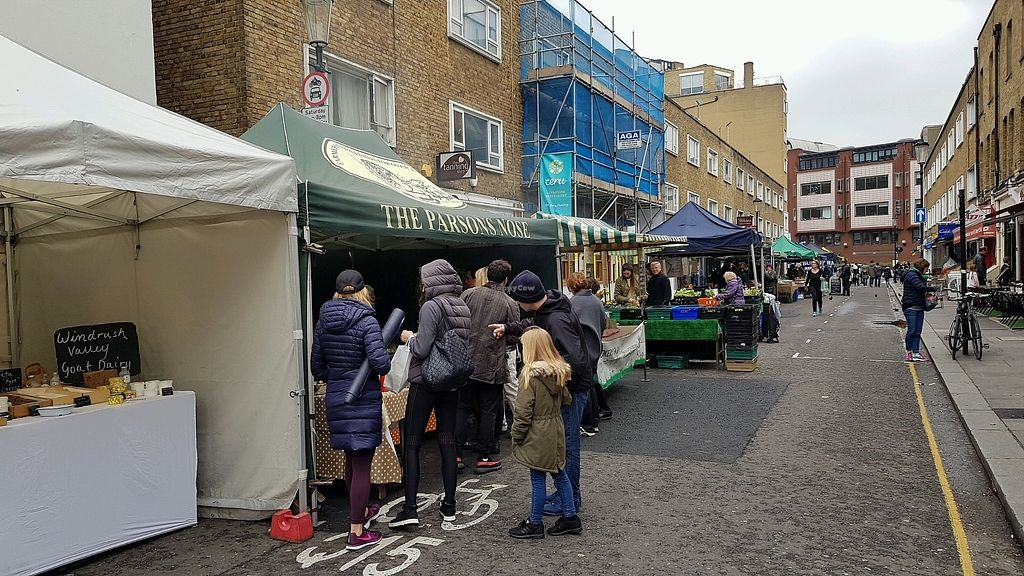 """Photo of Farmer's Market - South Kensington  by <a href=""""/members/profile/jollypig"""">jollypig</a> <br/>Not much here <br/> March 24, 2018  - <a href='/contact/abuse/image/15249/375385'>Report</a>"""