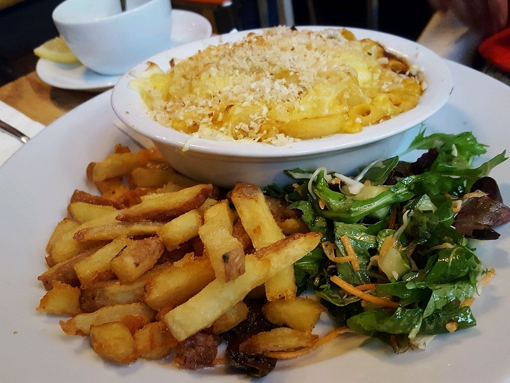 """Photo of Stereo  by <a href=""""/members/profile/sophiefp"""">sophiefp</a> <br/>macaroni cheese <br/> September 3, 2017  - <a href='/contact/abuse/image/15285/300515'>Report</a>"""