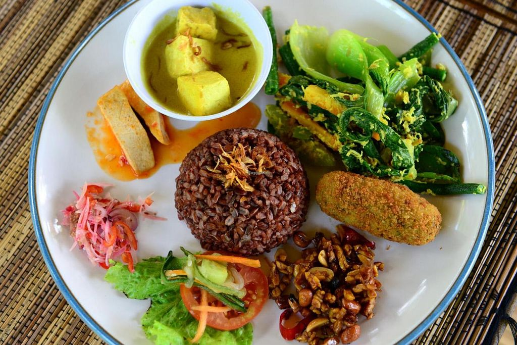 "Photo of Sari Organik  by <a href=""/members/profile/surfmatt"">surfmatt</a> <br/>my regular favourite is the vegetarian nasi campur  with red rice <br/> August 30, 2014  - <a href='/contact/abuse/image/15712/78593'>Report</a>"