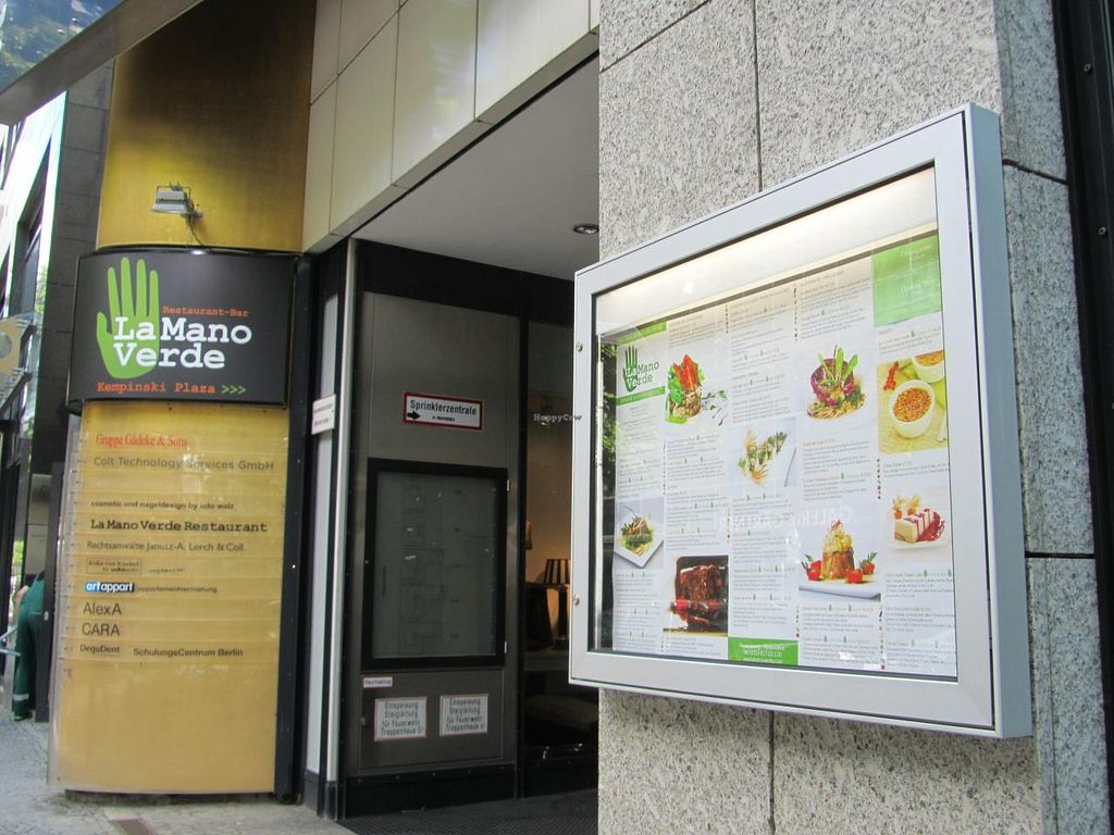 """Photo of CLOSED: La Mano Verde  by <a href=""""/members/profile/CLRtraveller"""">CLRtraveller</a> <br/>street-front entrance <br/> December 29, 2013  - <a href='/contact/abuse/image/15835/61230'>Report</a>"""