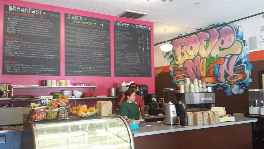 Photo of Love Muffin Cafe  by Navegante <br/>Interior, Apr 2015 <br/> April 24, 2015  - <a href='/contact/abuse/image/16126/100114'>Report</a>