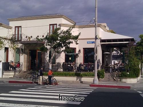 "Photo of Urth Caffe  by <a href=""/members/profile/eric"">eric</a> <br/>Outside <br/> December 30, 2012  - <a href='/contact/abuse/image/16850/42091'>Report</a>"