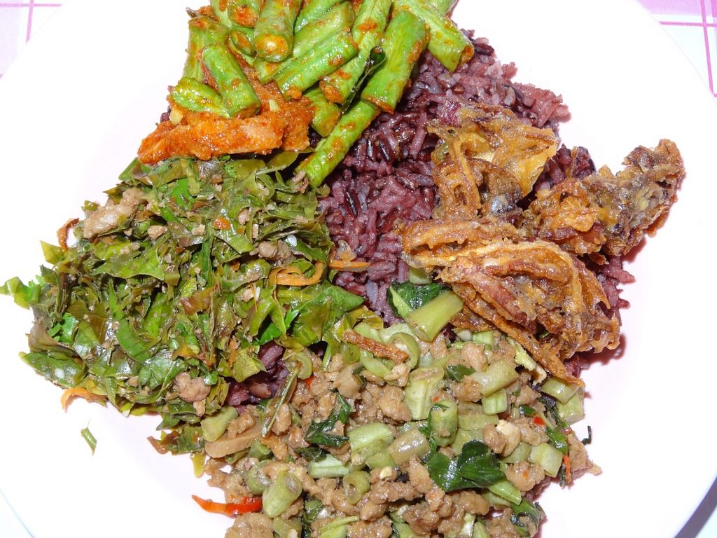 "Photo of Mang Sawirat  by <a href=""/members/profile/Cataleya27"">Cataleya27</a> <br/>Brown rice with three different vegetable dishes <br/> July 9, 2016  - <a href='/contact/abuse/image/16881/158580'>Report</a>"