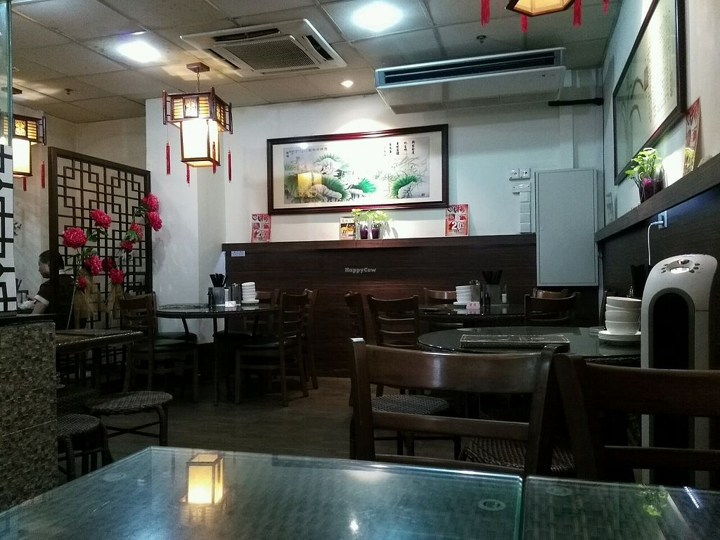 """Photo of Xing Hua Vegetarian - Albert Mall  by <a href=""""/members/profile/uradlham"""">uradlham</a> <br/>interior of restaurant <br/> October 3, 2017  - <a href='/contact/abuse/image/17289/311347'>Report</a>"""