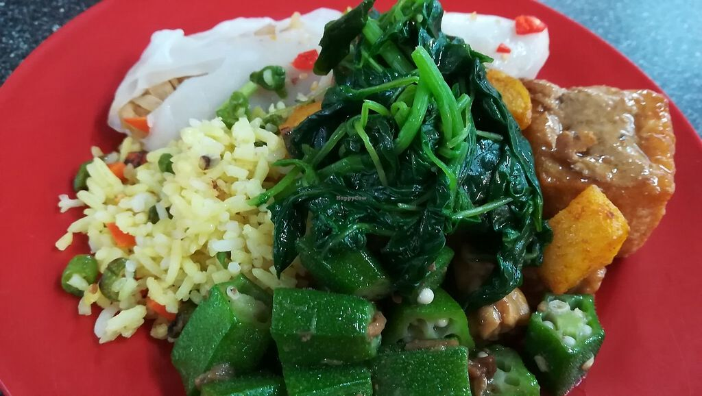 """Photo of Le Tian Vegetarian Stall  by <a href=""""/members/profile/ChoyYuen"""">ChoyYuen</a> <br/>Turmeric rice with our choice of dishes <br/> April 18, 2018  - <a href='/contact/abuse/image/17293/387624'>Report</a>"""
