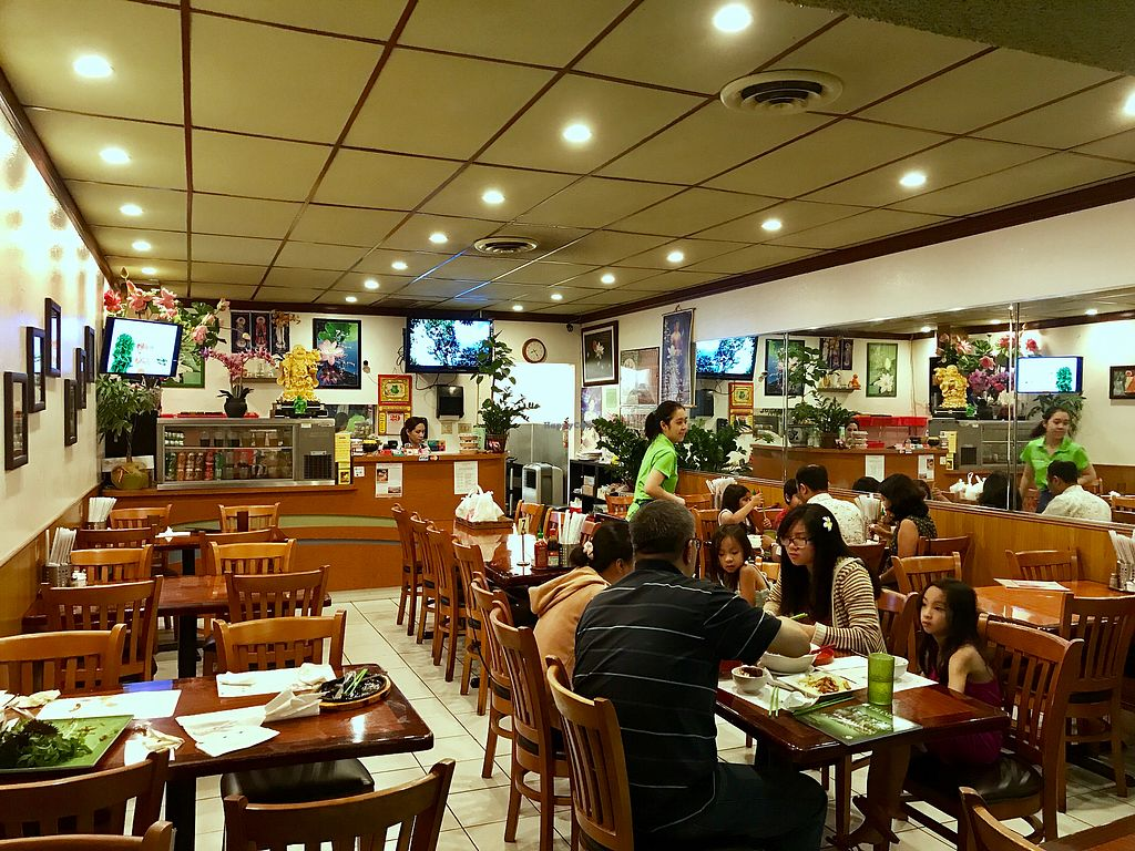 "Photo of Hoa Sen Vegetarian Restaurant  by <a href=""/members/profile/FatTonyBMX"">FatTonyBMX</a> <br/>Inside <br/> July 30, 2017  - <a href='/contact/abuse/image/17445/286797'>Report</a>"