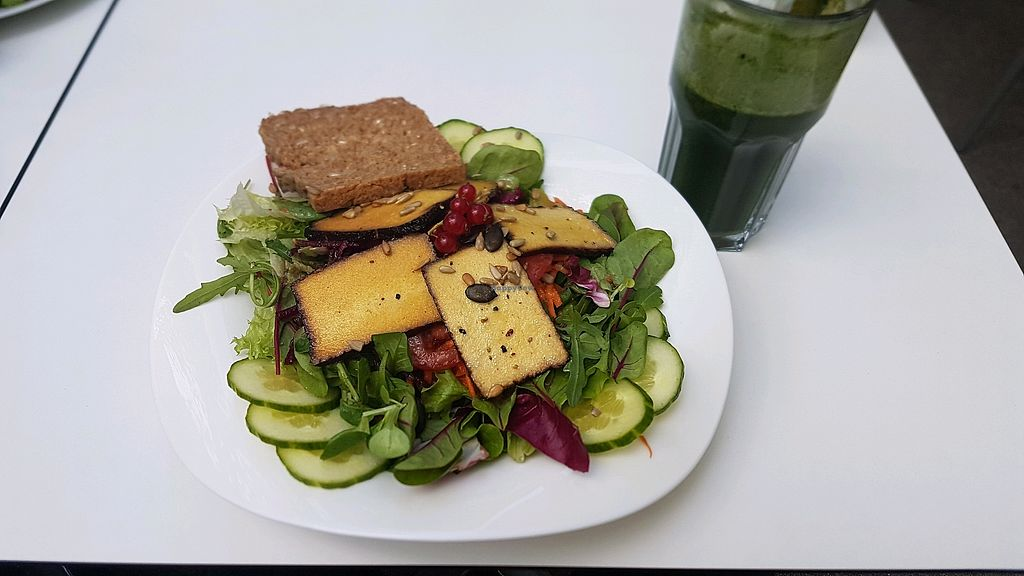 """Photo of The Heart of Joy Cafe  by <a href=""""/members/profile/LoveSummer"""">LoveSummer</a> <br/>Salat mit Tofu und wahlweise mit glutenfreien Brot <br/> April 29, 2018  - <a href='/contact/abuse/image/17506/392453'>Report</a>"""