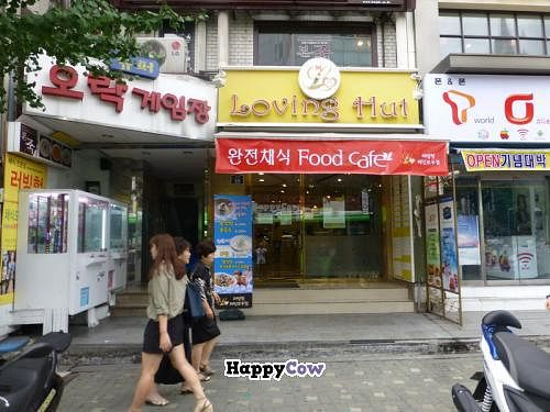 """Photo of CLOSED: Loving Hut - Yonsei University  by <a href=""""/members/profile/konatufe"""">konatufe</a> <br/>From the street <br/> September 10, 2013  - <a href='/contact/abuse/image/17566/54709'>Report</a>"""