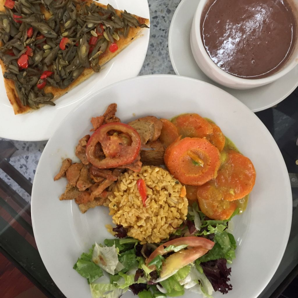 """Photo of Girasoles Restaurante Vegetariano  by <a href=""""/members/profile/chiumonster"""">chiumonster</a> <br/>Almuerzos & Pizza <br/> May 16, 2016  - <a href='/contact/abuse/image/17721/149383'>Report</a>"""