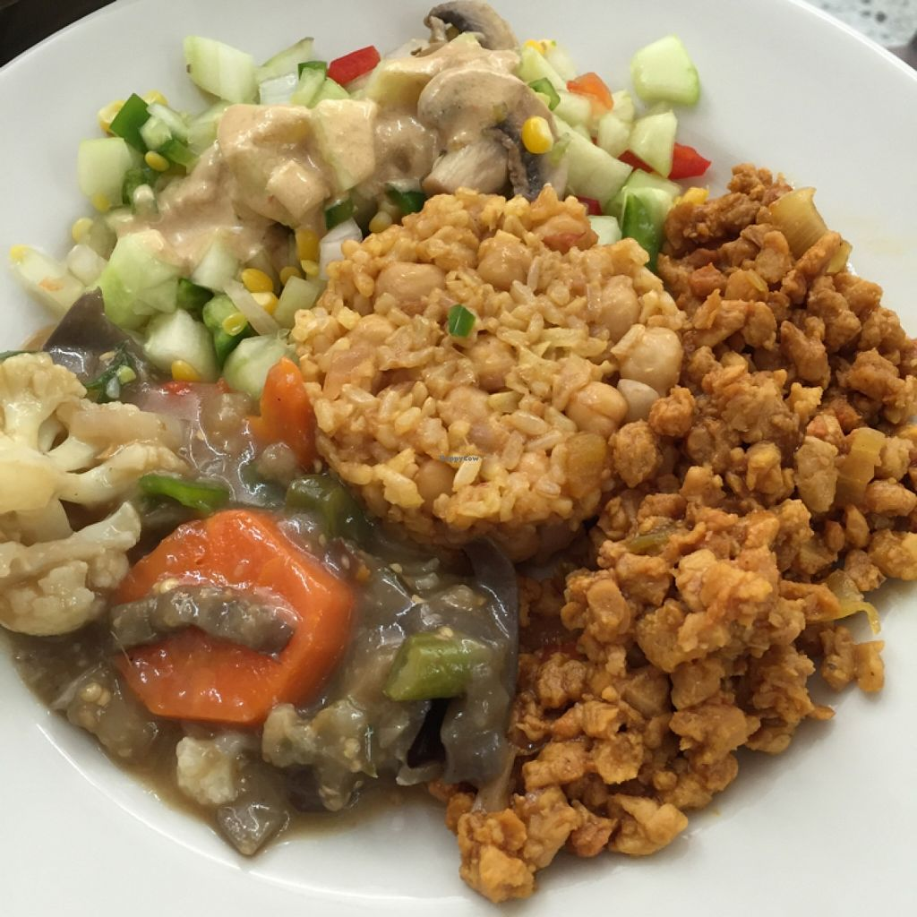 """Photo of Girasoles Restaurante Vegetariano  by <a href=""""/members/profile/chiumonster"""">chiumonster</a> <br/>Almuerzos <br/> May 16, 2016  - <a href='/contact/abuse/image/17721/149385'>Report</a>"""