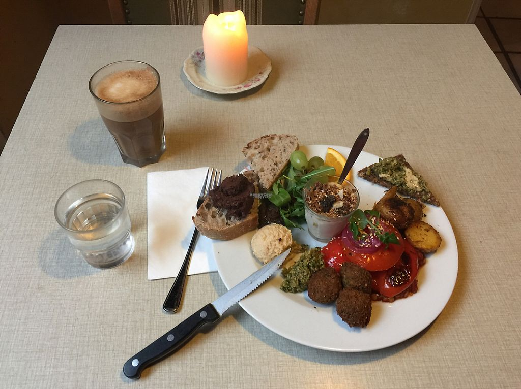 "Photo of Kalaset  by <a href=""/members/profile/AliMatta"">AliMatta</a> <br/>Tante linsser with vegan nutella and oatmilk latte <br/> January 4, 2017  - <a href='/contact/abuse/image/17734/207979'>Report</a>"