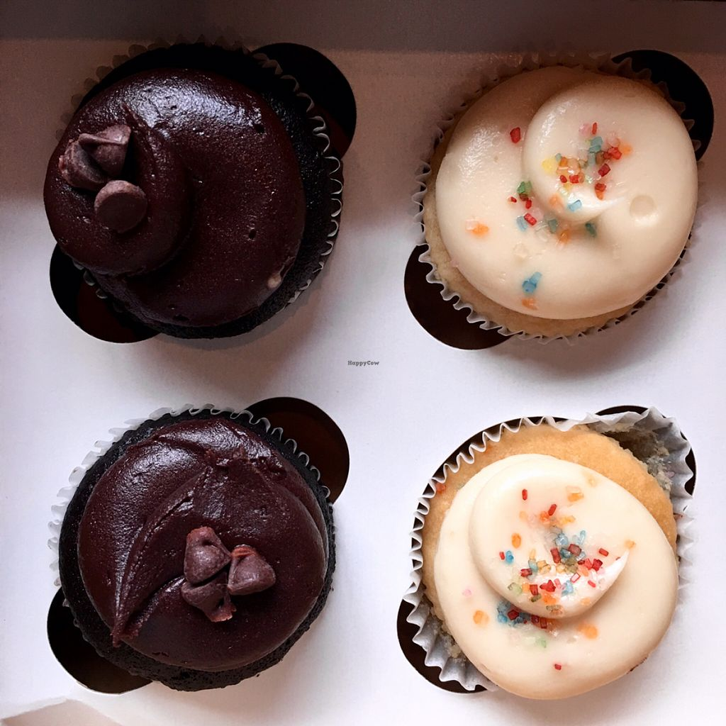 """Photo of Sticky Fingers Bakery  by <a href=""""/members/profile/RikkiFox"""">RikkiFox</a> <br/>cupcakes! <br/> June 22, 2016  - <a href='/contact/abuse/image/1792/155391'>Report</a>"""