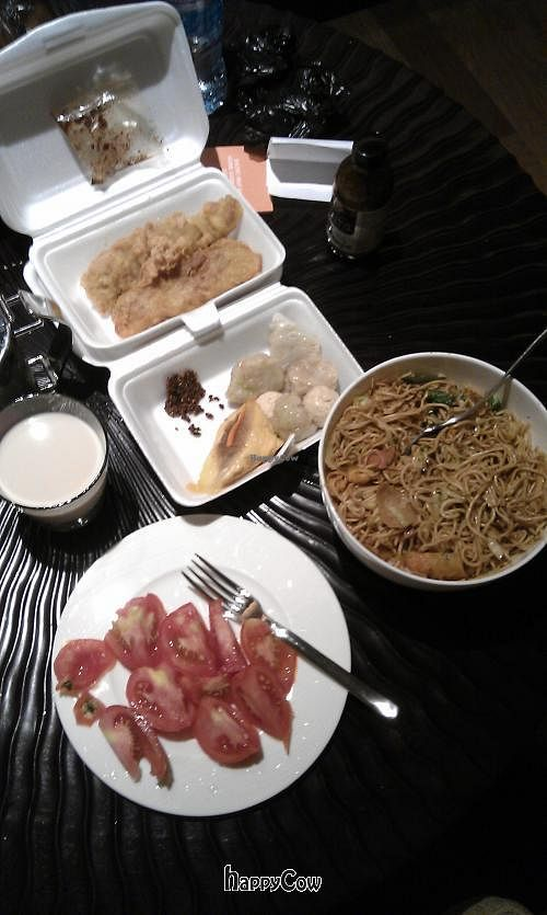 """Photo of Huai De Vegetarian Snack  by <a href=""""/members/profile/Oinkrabbit"""">Oinkrabbit</a> <br/>takeaways for our dinner at hotel that night...awesome! <br/> June 23, 2013  - <a href='/contact/abuse/image/17988/50043'>Report</a>"""