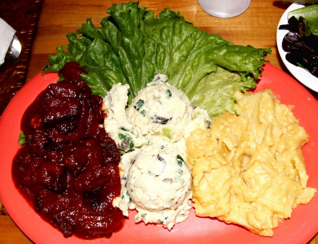 """Photo of Souley Vegan  by <a href=""""/members/profile/reissausta%20ja%20ruokaa"""">reissausta ja ruokaa</a> <br/>Beans, mashed potatoes and mac´n´cheese.  <br/> February 3, 2016  - <a href='/contact/abuse/image/18109/134833'>Report</a>"""