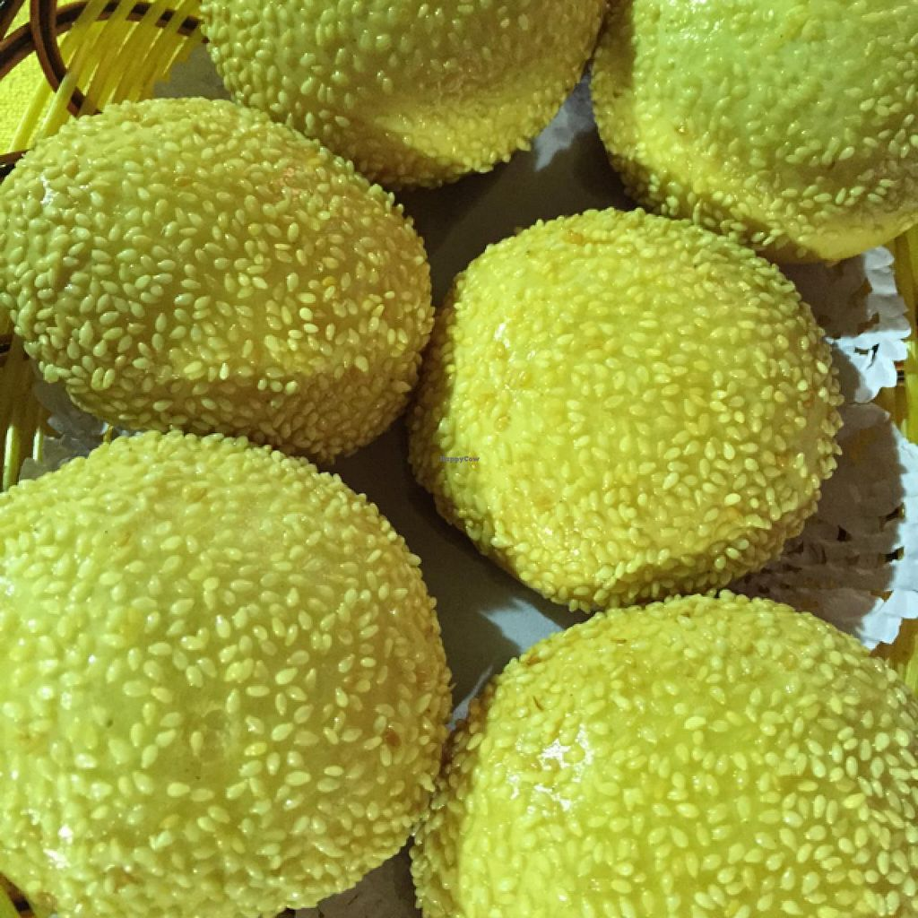 "Photo of Fo You Yuan Vegetarian  by <a href=""/members/profile/Jrosworld"">Jrosworld</a> <br/>Deep fried sesame buns, ¥20 <br/> February 20, 2015  - <a href='/contact/abuse/image/18337/93545'>Report</a>"
