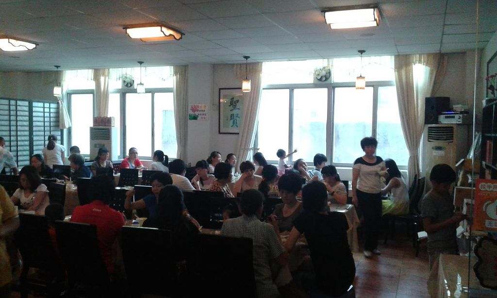 """Photo of Sheng Hai - Saint Love Vegetarian  by <a href=""""/members/profile/Darteous"""">Darteous</a> <br/>Eating area by the buffet line <br/> May 24, 2015  - <a href='/contact/abuse/image/18341/103231'>Report</a>"""