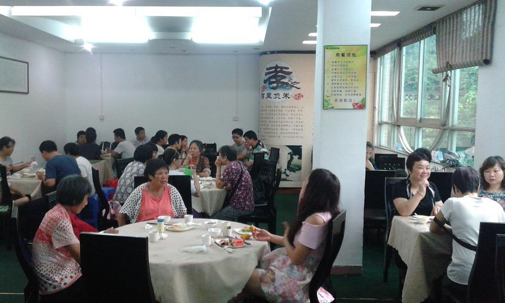 """Photo of Sheng Hai - Saint Love Vegetarian  by <a href=""""/members/profile/Darteous"""">Darteous</a> <br/>First half of the large eating area <br/> May 24, 2015  - <a href='/contact/abuse/image/18341/103240'>Report</a>"""