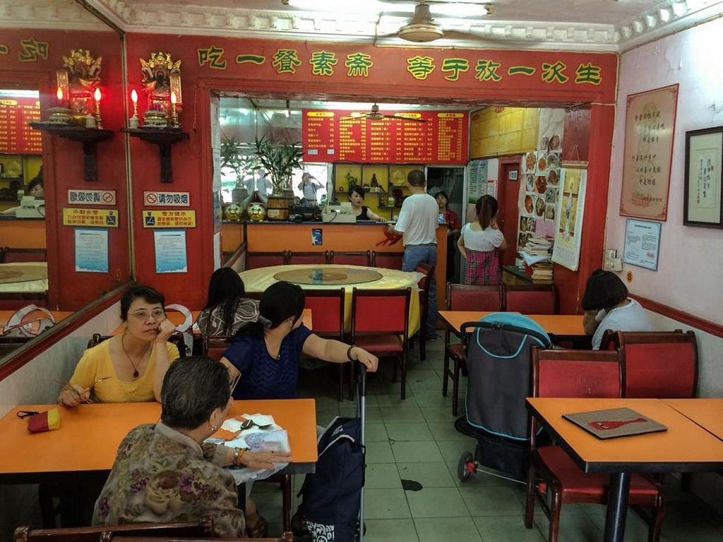 """Photo of Mantang Fu Vegetarian  by <a href=""""/members/profile/Tianci"""">Tianci</a> <br/>Restaurant Interior  <br/> June 8, 2014  - <a href='/contact/abuse/image/18415/71684'>Report</a>"""
