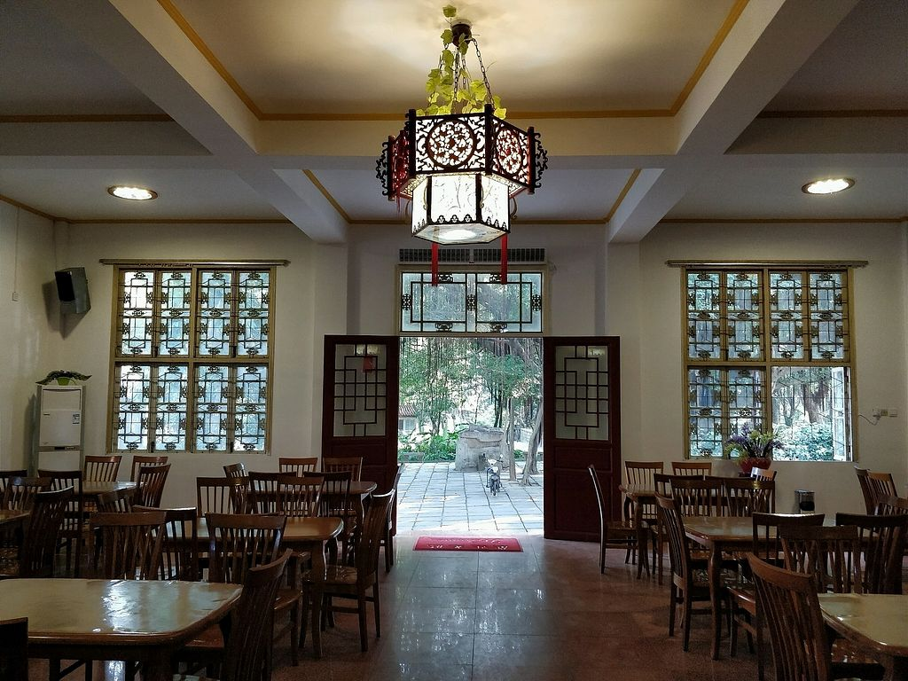 """Photo of Xichan Temple Li Xiang Lou  by <a href=""""/members/profile/ultm8"""">ultm8</a> <br/>inside the restaurant <br/> December 11, 2017  - <a href='/contact/abuse/image/18478/334530'>Report</a>"""