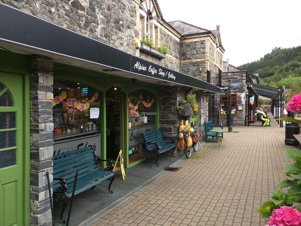 """Photo of Alpine Coffee Shop and Gallery  by <a href=""""/members/profile/tickleyfeet29"""">tickleyfeet29</a> <br/>Front of the shop <br/> August 10, 2016  - <a href='/contact/abuse/image/18612/167569'>Report</a>"""