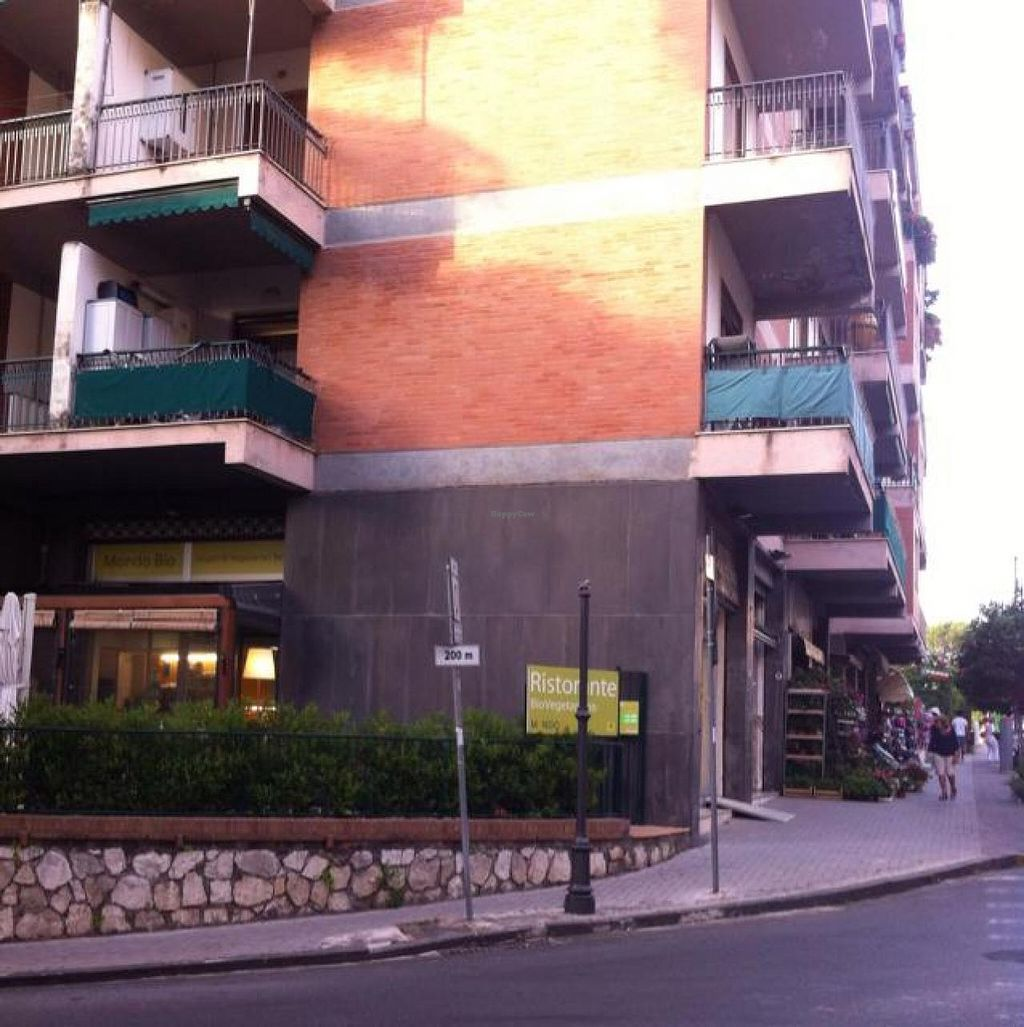 """Photo of CLOSED: Mondo Bio Cafe and Shop  by <a href=""""/members/profile/lysi"""">lysi</a> <br/>street corner with café on the left and shop entrance on the right <br/> June 25, 2014  - <a href='/contact/abuse/image/18649/72751'>Report</a>"""