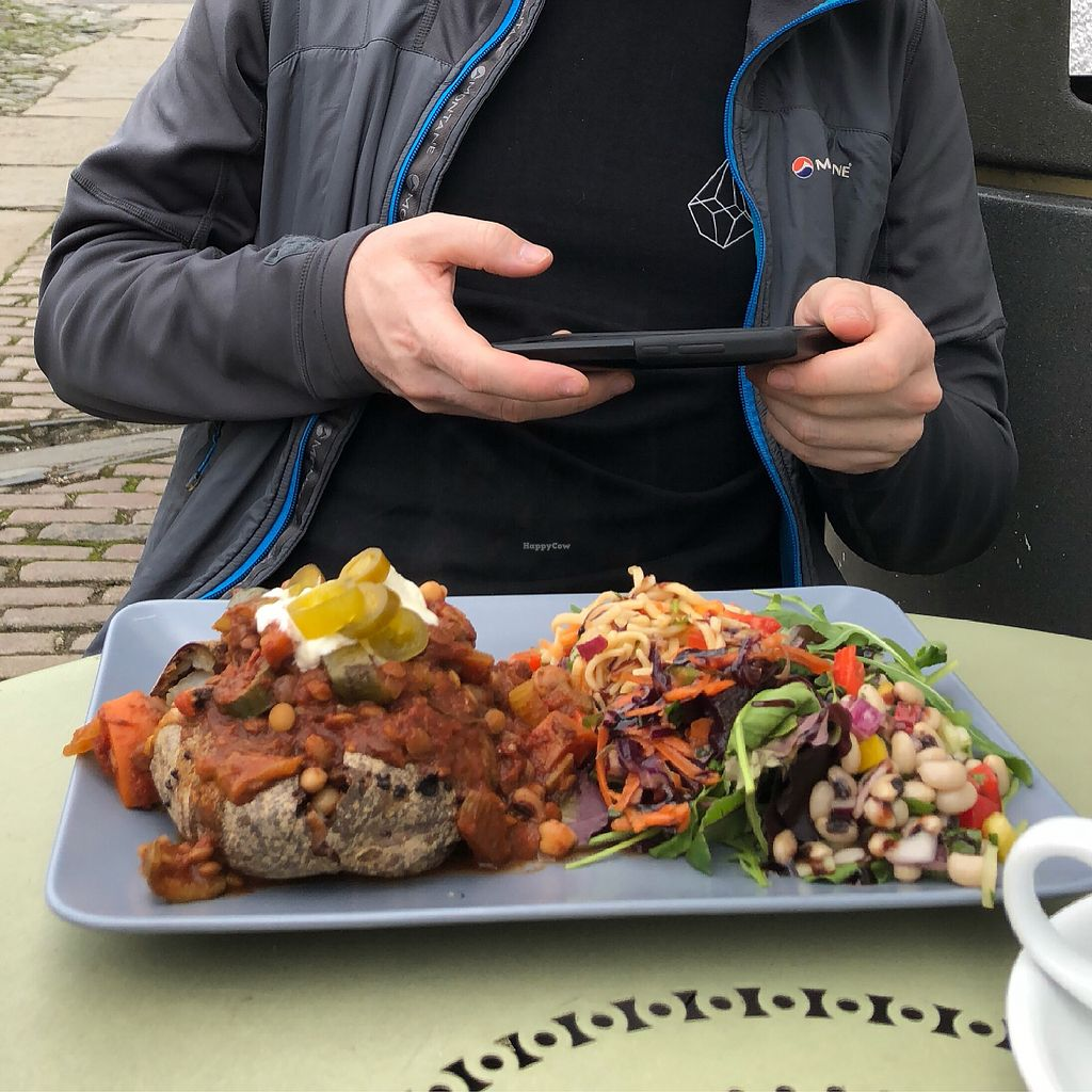 """Photo of Rattle Gill Cafe  by <a href=""""/members/profile/IvyChiu"""">IvyChiu</a> <br/>Jacket potato with chili  <br/> April 14, 2018  - <a href='/contact/abuse/image/18799/385722'>Report</a>"""