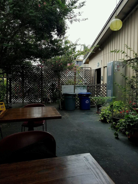 "Photo of Evolution Fast Food  by <a href=""/members/profile/Davidarangod"">Davidarangod</a> <br/>patio dinning <br/> September 4, 2017  - <a href='/contact/abuse/image/19731/300927'>Report</a>"