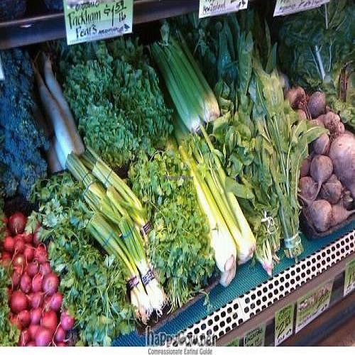 """Photo of Common Crow Natural Market  by <a href=""""/members/profile/PatriciaTowler"""">PatriciaTowler</a> <br/>Common Crow's fresh 100% organic produce <br/> August 6, 2011  - <a href='/contact/abuse/image/19890/9960'>Report</a>"""