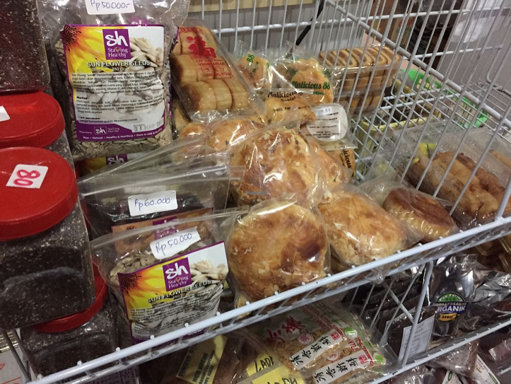 "Photo of Kedai Mie  by <a href=""/members/profile/SusanRoberts"">SusanRoberts</a> <br/>vegan sweets/snacks <br/> December 1, 2016  - <a href='/contact/abuse/image/20307/196202'>Report</a>"