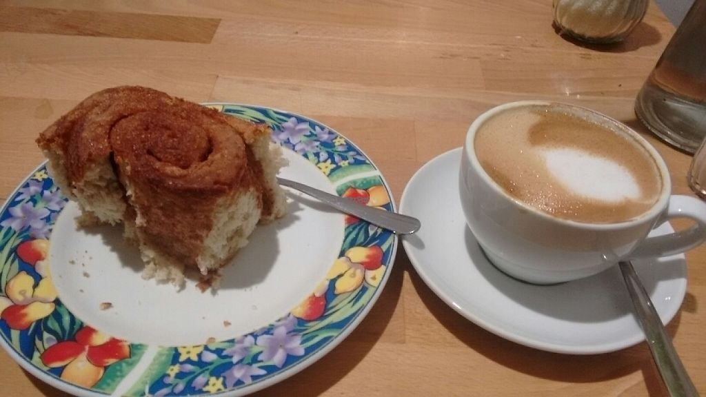 "Photo of Goodies Berlin - Warschauer Str  by <a href=""/members/profile/StephenEamonn"">StephenEamonn</a> <br/>Flat white and cinnamon bun  <br/> April 20, 2017  - <a href='/contact/abuse/image/20405/250186'>Report</a>"