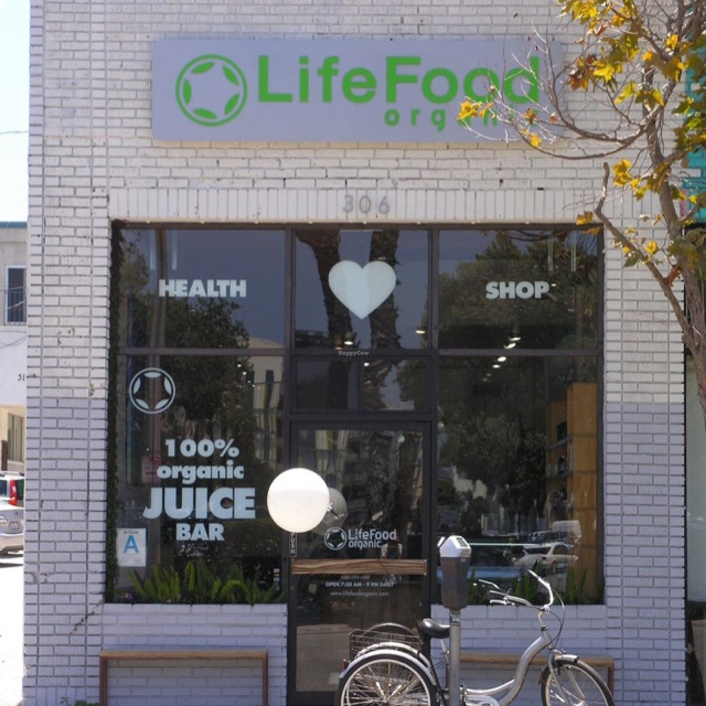 Photo of LifeFood Organic  by jojobunny9 <br/>Santa Monica Store Front  <br/> August 18, 2015  - <a href='/contact/abuse/image/20514/114174'>Report</a>
