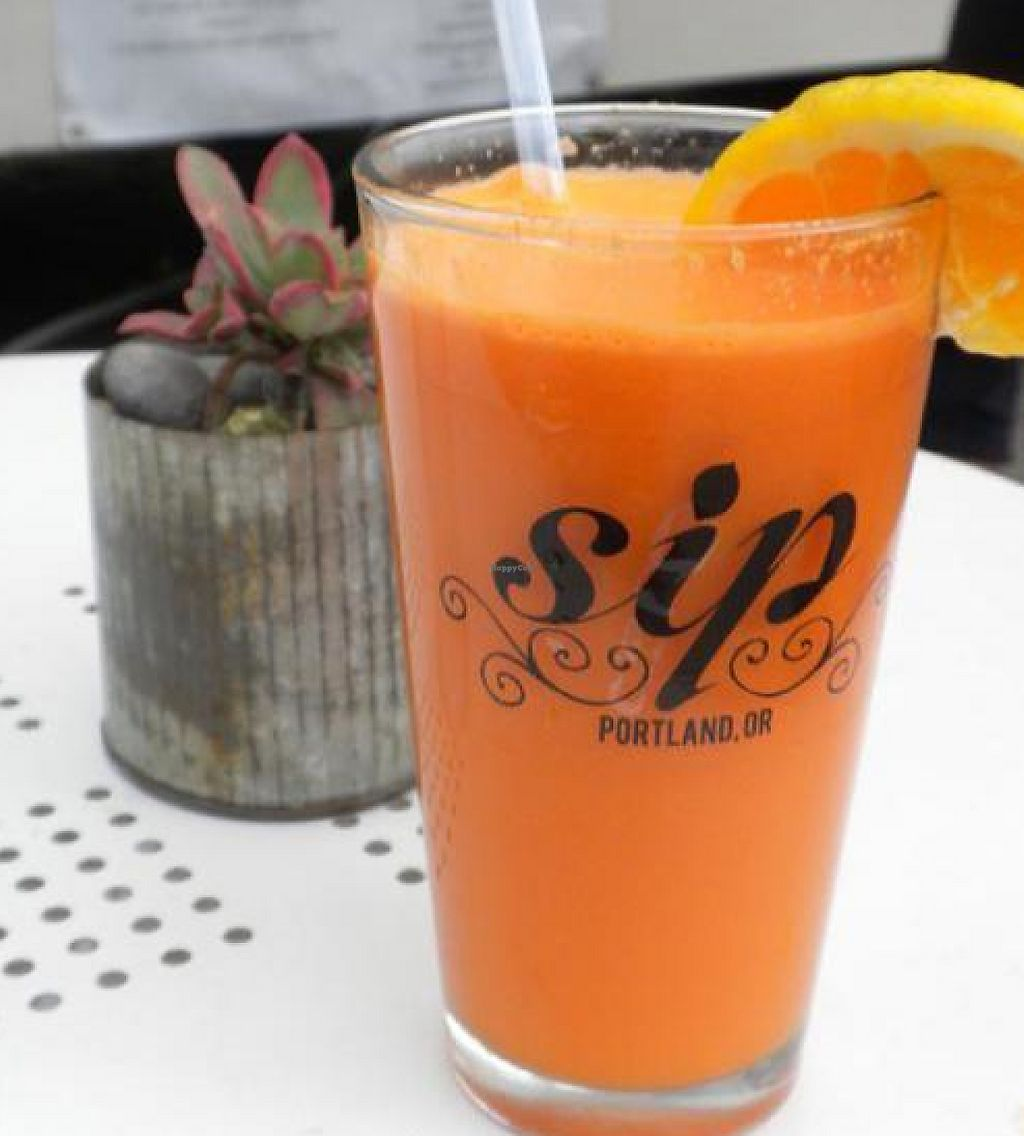 "Photo of Sip Juice Cart  by <a href=""/members/profile/chickpeafreak"">chickpeafreak</a> <br/>'Get Up' [pineapple, orange, carrot & apple] <br/> September 2, 2012  - <a href='/contact/abuse/image/20629/221314'>Report</a>"