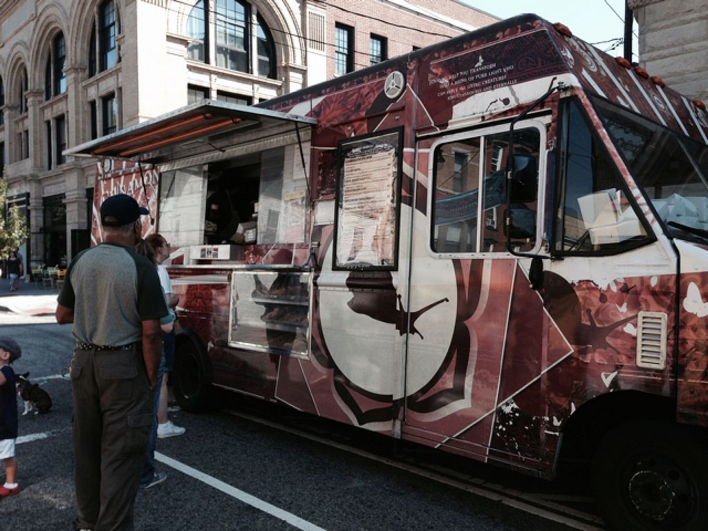 "Photo of The Cinnamon Snail Food Truck  by <a href=""/members/profile/slo0go"">slo0go</a> <br/>the food truck in Jersey City <br/> September 19, 2015  - <a href='/contact/abuse/image/20722/118459'>Report</a>"