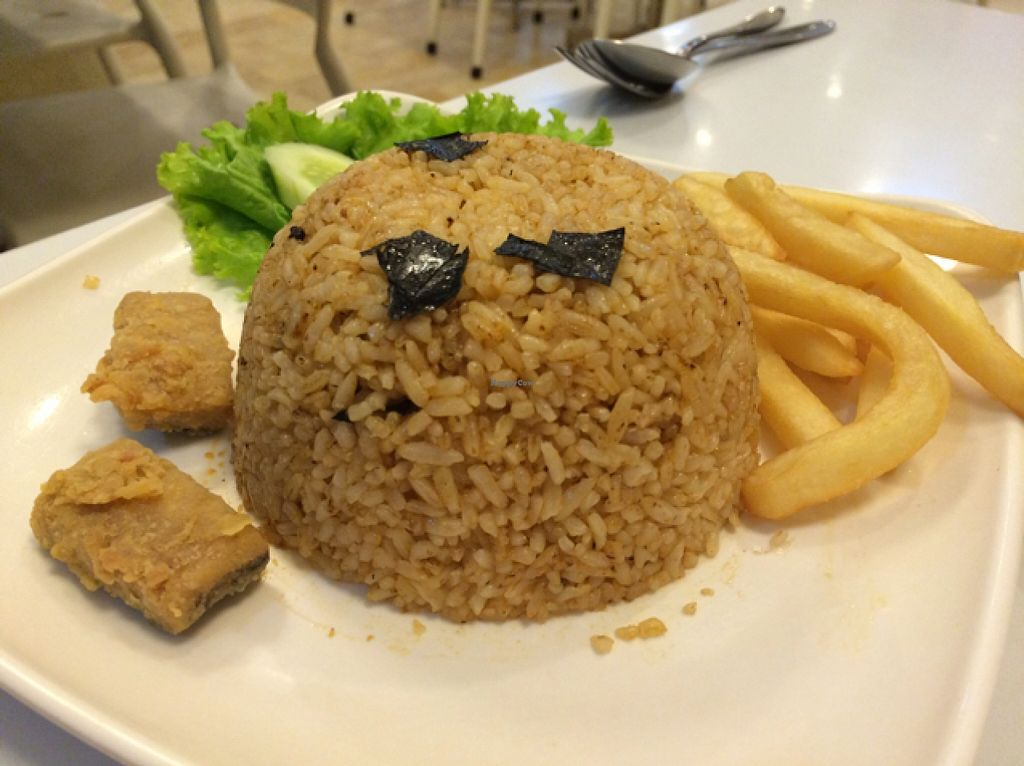 "Photo of Loving Hut - Surabaya  by <a href=""/members/profile/Siup"">Siup</a> <br/>seaweed fried rice  <br/> January 6, 2016  - <a href='/contact/abuse/image/20820/131280'>Report</a>"