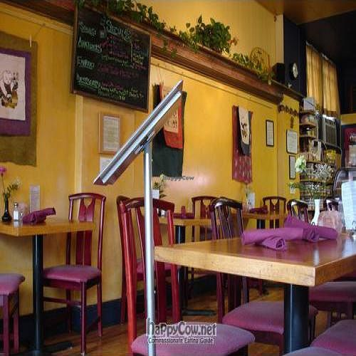 """Photo of Organic Garden Cafe  by <a href=""""/members/profile/will-travel-for-food"""">will-travel-for-food</a> <br/>Interior <br/> October 22, 2009  - <a href='/contact/abuse/image/2090/2829'>Report</a>"""