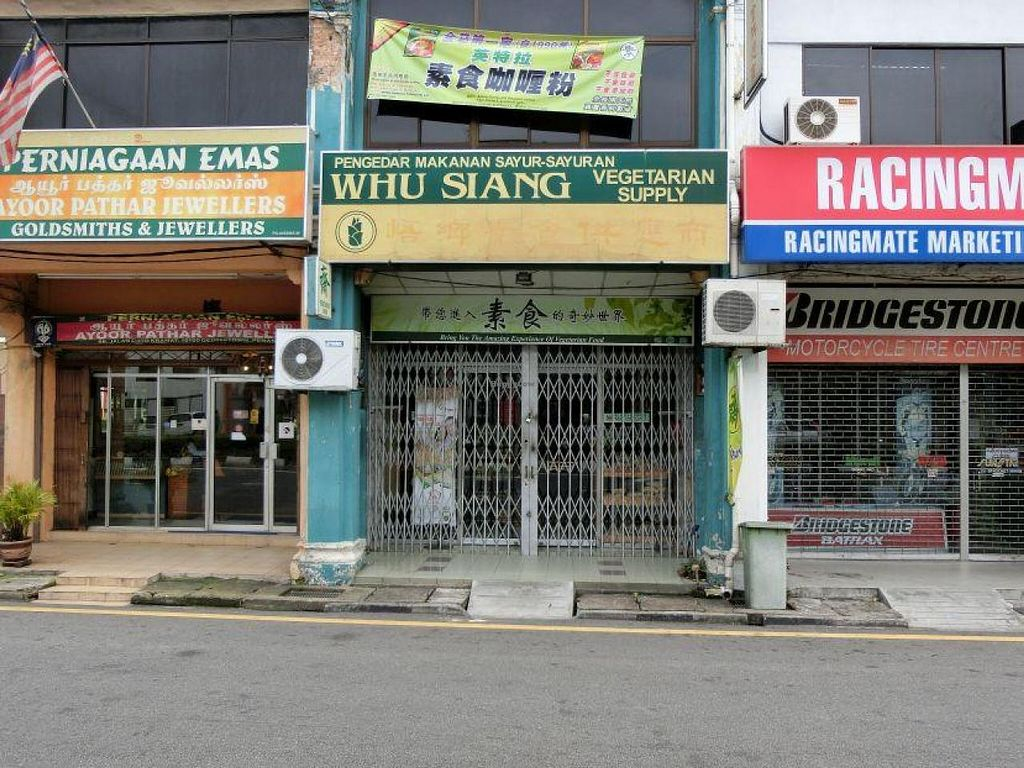 """Photo of Whu Siang Vegetarian Supply  by <a href=""""/members/profile/Canamon"""">Canamon</a> <br/>2014-09 front of building <br/> September 7, 2014  - <a href='/contact/abuse/image/20995/79268'>Report</a>"""