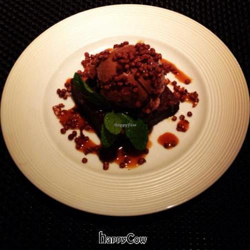 """Photo of Wynn Hotel - Wazuzu  by <a href=""""/members/profile/vegetariangirl"""">vegetariangirl</a> <br/>vegan brownie sundae <br/> October 9, 2012  - <a href='/contact/abuse/image/21258/38852'>Report</a>"""