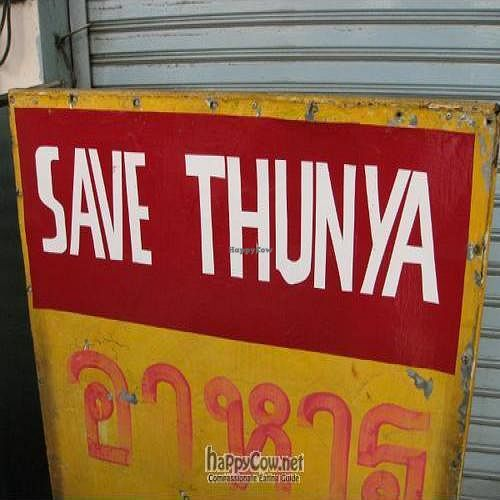 "Photo of CLOSED: Save Thunya  by <a href=""/members/profile/KarolGajda"">KarolGajda</a> <br/>This sign in front of the restaurant beckons <br/> April 19, 2010  - <a href='/contact/abuse/image/21359/4370'>Report</a>"
