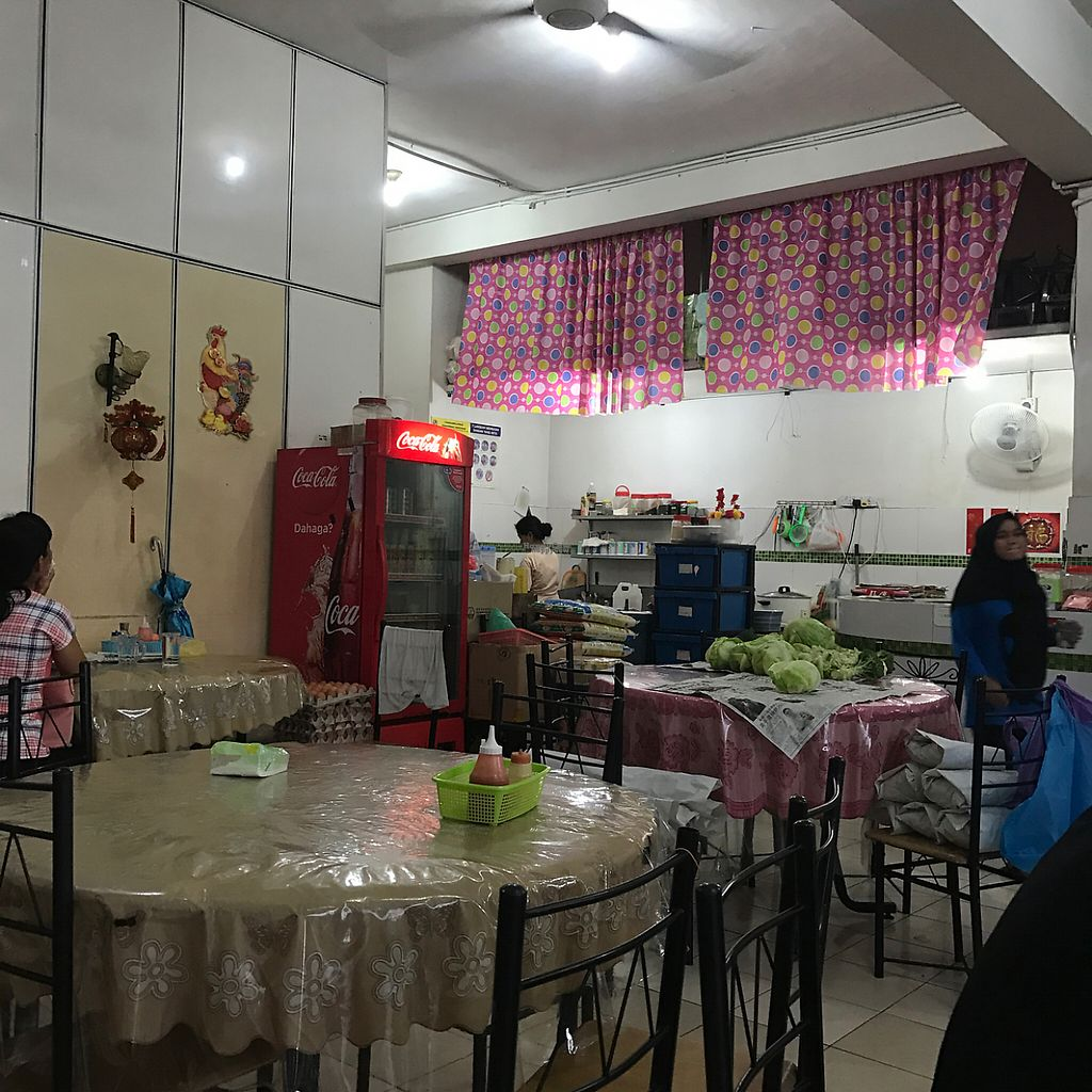 """Photo of Ting Yuen Vegetarian Restaurant  by <a href=""""/members/profile/earthville"""">earthville</a> <br/>dining room <br/> February 10, 2017  - <a href='/contact/abuse/image/21833/224927'>Report</a>"""